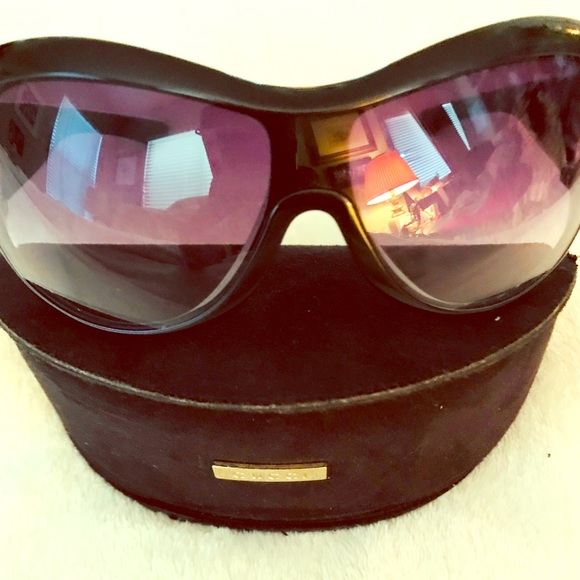a2a5dc35f45 NWT Gucci Sunglasses with suede case